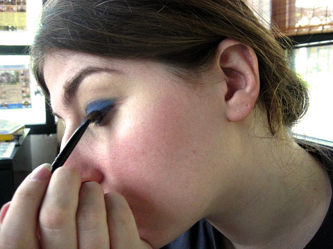 bright blue shadow upper lid
