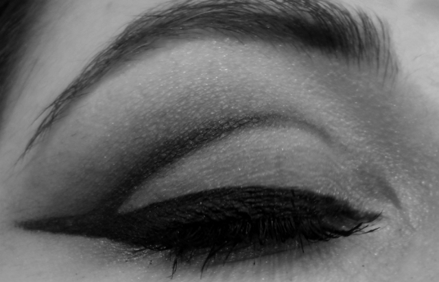 retro vintage cut crease eyeliner