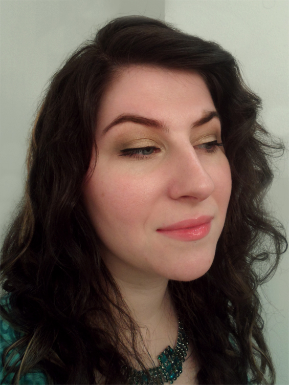 light green neutral smoky eyepink lipgloss