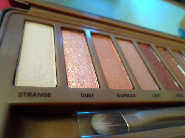 light colors ud naked 3 palette rose gold neutral eyeshadow