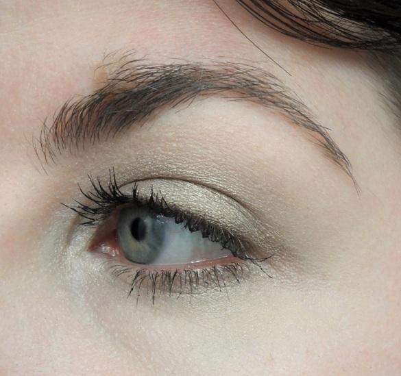 golden olive eyeshadow from wet n wild comfort zone palette